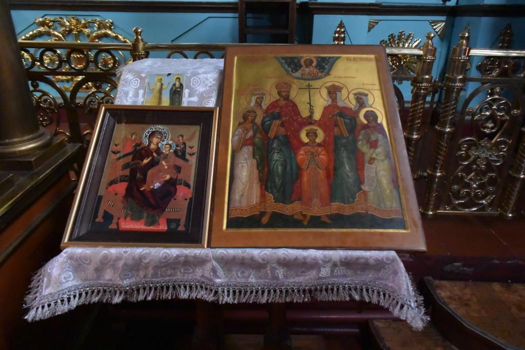 Иконы ... Божией Матери и царственных страстотерпцев Романовых