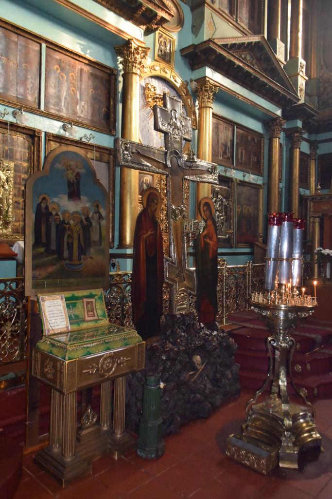 Распятие Иисуса Христа икона с ковчегом частицами мощей Киево-Печерских святых